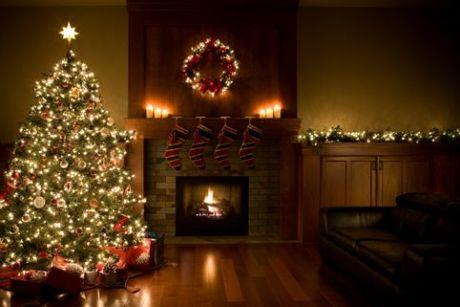 Christmas-Tree-Wreath-and-Garland-Inside-Living-Room.jpg